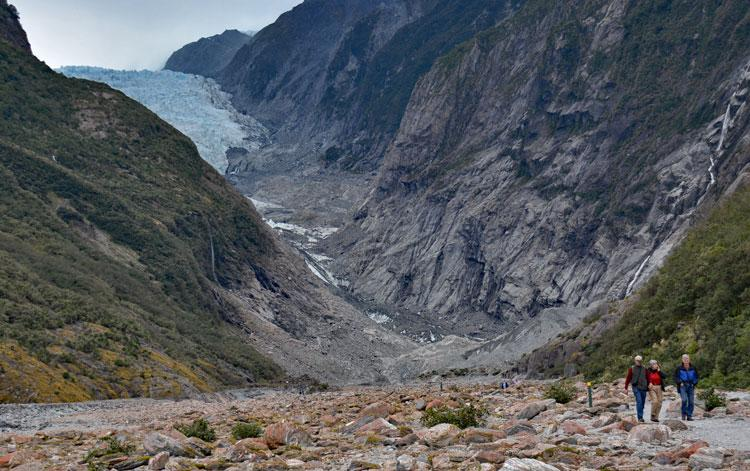 Visitors returning from the Franz Josef Glacier