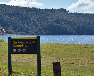 Sign forbidding overnight camping