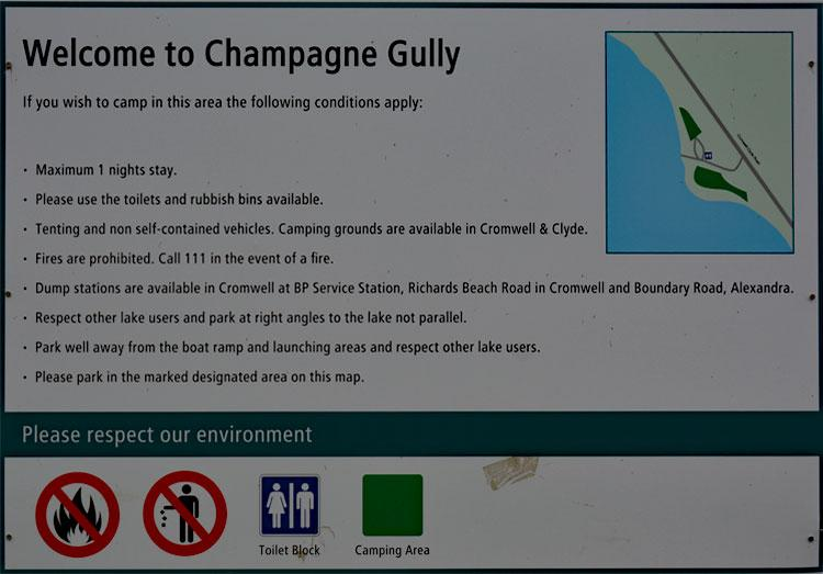Champagne Gully camping sign