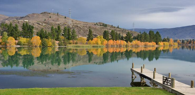View over Lake Dunstan in autumn