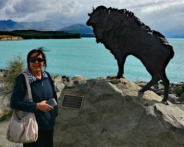 Statue of the Himalayan Tahr overlooking Lake Pukaki